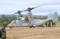 An MV-22 Osprey is seen at a Japanese Ground Self-Defense Force (GSDF) training base in Hokkaido during joint exercise between the GSDF and the U.S. Marine Corps on Aug. 18, 2017. (Mainichi)