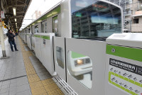 In this Dec. 7, 2016 file photo, platform doors at Mejiro Station on the JR Yamanote Line are seen in Tokyo's Toshima Ward. (Mainichi)
