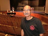Richard Yutaka Fukuhara is seen during a rehearsal at the Aratani Theatre in Los Angeles, California, on Aug. 13, 2017. (Mainichi)