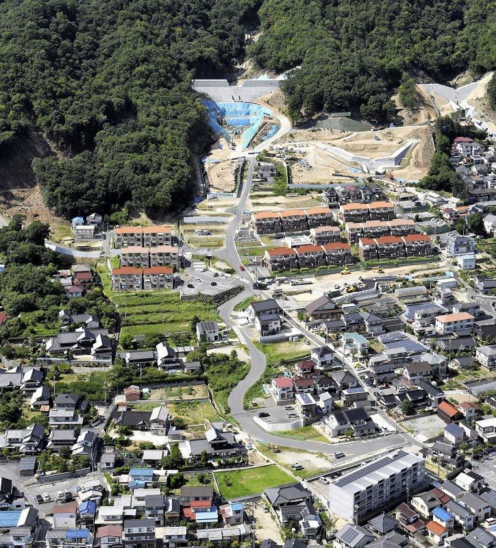 広島土砂災害:住宅地には新しい家も…きょう3年[写真特集1/5 ...