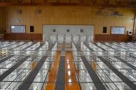 体育館を改修した大書庫。書架が整然と並ぶ