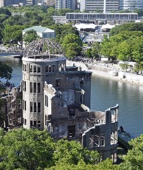 Hiroshima Peace Memorial Park, in the background, and the A-bomb dome are seen in Hiroshima's Naka Ward, on the morning of Aug. 6, 2017, the 72nd anniversary of the Hiroshima atomic bombing. (Mainichi)