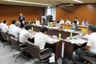 沼津市役所で開かれた中小企業振興会議