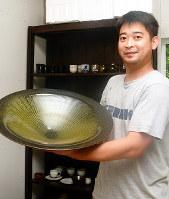 鳥取に移住した陶芸家の花井健太さん=鳥取市で、李英浩撮影