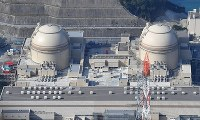 In this November 2016 file photo, from left, the No. 4 and No. 3 reactors at the Oi Nuclear Power Plant are seen from a Mainichi helicopter in Fukui Prefecture. (Mainichi)