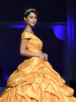 ディズニー映画「美女と野獣」のベルをイメージしたドレスを着たダレノガレ明美さん=2017年8月30日、村田由紀子撮影