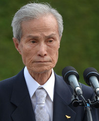 Sumiteru Taniguchi, a Nagasaki atomic-bombing survivor, is seen after reading out the Commitment to Peace during a ceremony marking the 70th anniversary of the atomic bombing of Nagasaki, at Peace Park in the city on Aug. 9, 2015. (Mainichi)