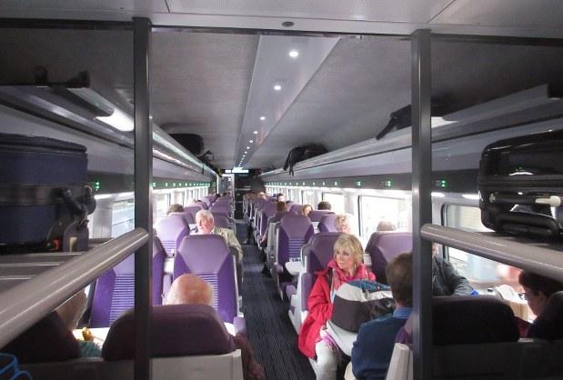 ダブリンとベルファストを約2時間で結ぶ「国際特急」の車内(撮影はダブリンへの帰路の昼間)