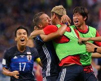 Yosuke Ideguchi, second from left, celebrates with teammates after scoring a goal in the second half of Japan's World Cup qualifying match against Australia at Saitama Stadium on Aug. 31, 2017. (Mainichi)