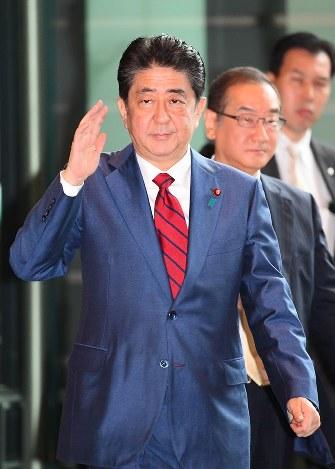 安倍首相:改憲か、延命解散か ...