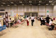 くにびきメッセで「ふるさと島根定住財団」が開いた就職説明会=松江市で、根岸愛実撮影