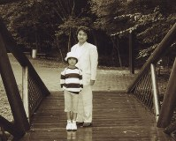 Kei Komuro is pictured with his father in Karuizawa, Nagano Prefecture, in the early summer of 2001 when he was 9. (Photo courtesy of Kei Komuro)