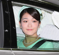 Princess Mako is pictured on Sept. 3, 2017, as she heads to the Imperial Palace. (Mainichi)