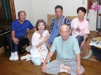 「いきいき一座」のみなさん。左から2人目が冨田洋子さん