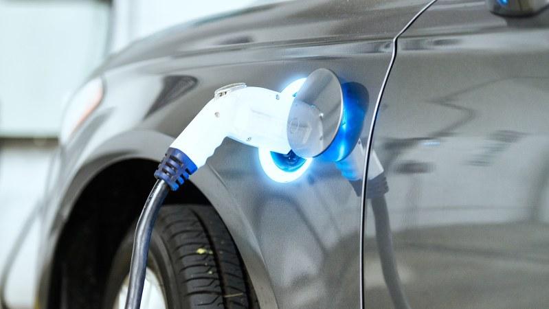 急拡大する電気自動車