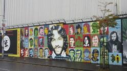ベルファスト市内の壁画。「苦痛を与えた者ではなく苦痛に耐えた者が勝つ」とある(写真は筆者撮影)