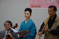 5年ぶりに「まぼろしの篠原城」を上演する(左から)堀さん、五大さん、三橋さん=横浜市中区で