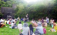 引きこもり自助グループの若者らを集めた研修=和歌山県美浜町で、宮西照夫・和歌山大名誉教授提供