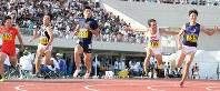 【第86回日本学生陸上競技対校選手権大会】男子100メートル決勝、9秒98で優勝した桐生祥秀=福井運動公園陸上競技場で2017年9月9日、山崎一輝撮影