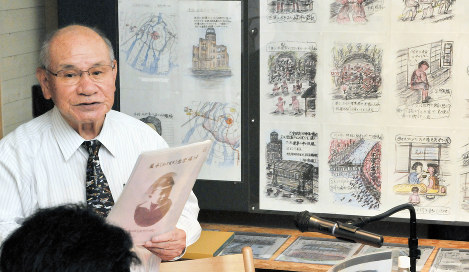 Masaki Hironaka talks about his experience of the atomic bombing of Hiroshima at Tomonotsu Museum in Fukuyama, Hiroshima Prefecture, on Aug. 20, 2017. Behind him are illustrations he drew of various scenes from that time. (Mainichi)