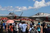 三沢基地の航空祭で初めて展示された米軍の最新鋭ステルス戦闘機F35B=青森県三沢市の三沢基地で2017年9月10日、塚本弘毅撮影