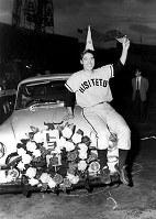 1956年の日本シリーズで最高殊勲選手賞を獲得した豊田泰光選手。58年のシリーズでも大活躍した