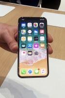アップルが発表した新製品「iPhone(アイフォーン)X(テン)」=米カリフォルニア州で2017年9月12日、清水憲司撮影
