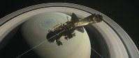 土星大気に突入し20年間の役目を終える無人探査機カッシーニ(想像図)=米航空宇宙局(NASA)提供