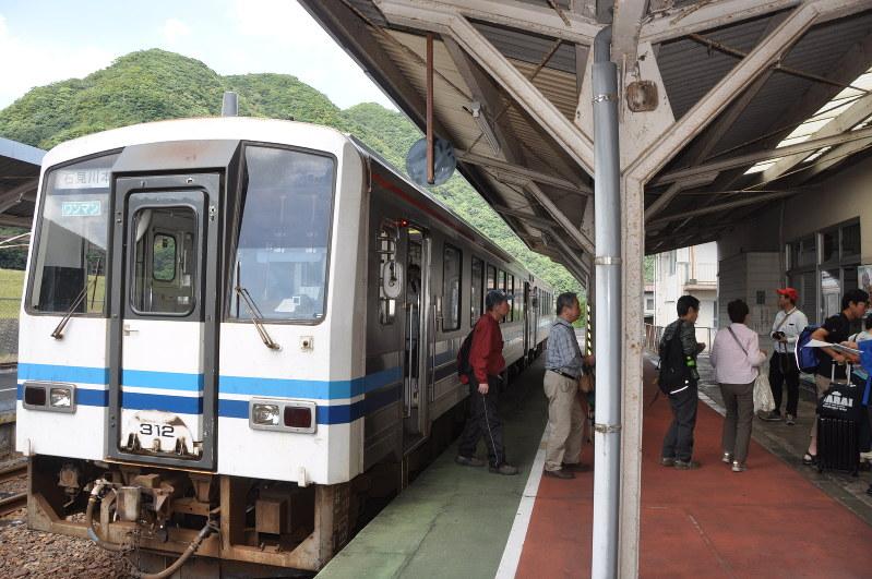 JR西:三江線あと200日 廃線惜しみファン増加 - 毎日新聞