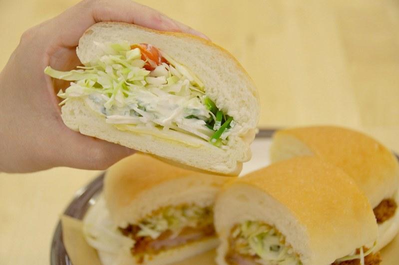 吉田パンのオリジナル野菜サンドはボリュームたっぷり=小高朋子撮影