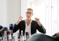 独外国人特派員協会で記者会見するAfDのバイデル筆頭候補=ベルリンで2017年8月