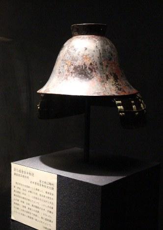 黒田官兵衛実物の兜公開 イラストで来歴も紹介 もりおか歴史文化館