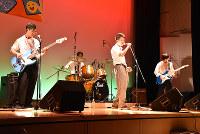 ステージでバンド演奏をする参加者=徳島市元町1のシビックセンターで、松山文音撮影