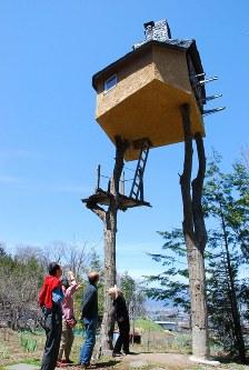 映画「天空の城ラピュタ」に登場するロボットのような外観の高過庵=長野県茅野市宮川高部で2013年4月25日、宮坂一則撮影