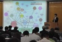 県内の首長ら約100人が参加したセミナー=岐阜市で
