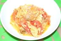 完成! トマトがやや崩れて残念……。ザーサイの塩味とトマトの酸味が合います=銅山智子撮影
