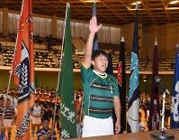 選手宣誓する小樽桜陽・松田遼祐主将(3年)=小樽市総合体育館で