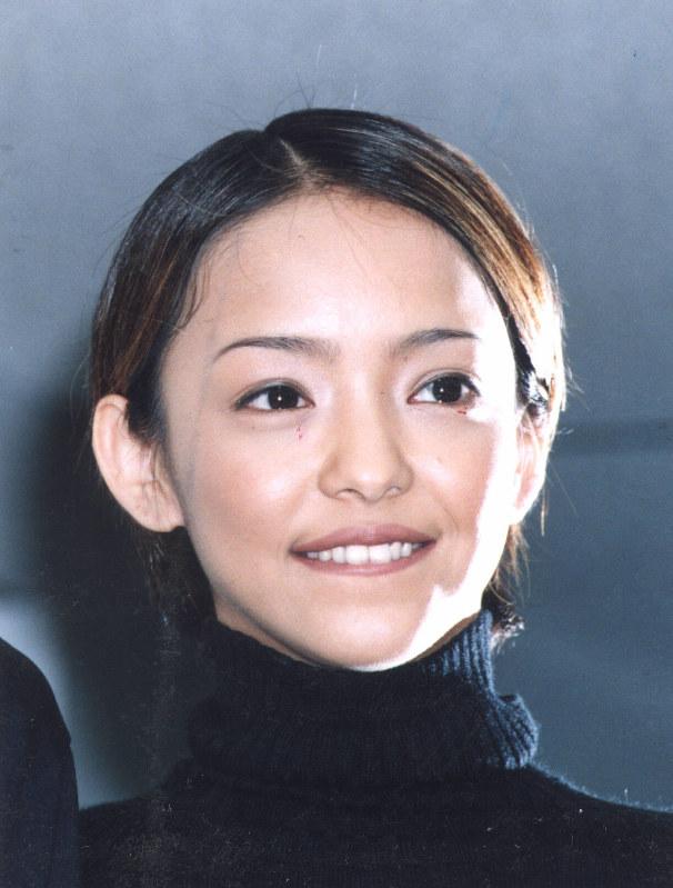 安室奈美恵さん:来年引退へ 公...