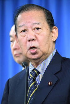 Liberal Democratic Party Secretary-General Toshihiro Nikai speaks to reporters during a news conference at the party's headquarters in Tokyo's Chiyoda Ward, on Sept. 19, 2017. (Mainichi)