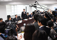 Democratic Party leader Seiji Maehara addresses a party executive meeting in Tokyo's Chiyoda Ward, on Sept. 19, 2017. (Mainichi)