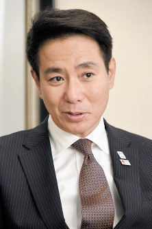 Democratic Party leader Seiji Maehara answers a question during a Sept. 19, 2017 interview with the Mainichi Shimbun, in Tokyo's Chiyoda Ward. (Mainichi)