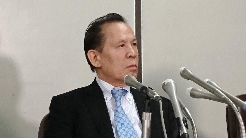 パチスロ機メーカー、ユニバーサルエンターテインメントの岡田和生前会長=東京・霞が関の司法記者クラブで2017年9月14日撮影