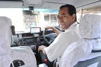 8カ国語を操るタクシー運転手のペレイラ・ジューリョさん=大阪市西淀川区で、大西岳彦撮影
