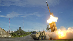 米軍の終末高高度防衛(THAAD)ミサイル。韓国配備をめぐって中国が反発している=米国防総省提供