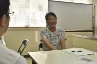 「tameruカフェ」で話す田中俊英さん=大阪市住吉区で、高嶋将之撮影