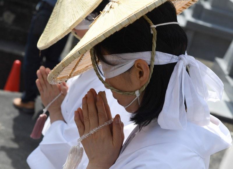 富山・芦峅寺:極楽浄土へ白装束...