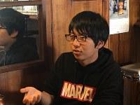 那須地域の観光による活性化について熱心に語る八木澤さん=JR西那須野駅前の喫茶店で