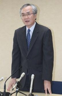 着任のあいさつをする横浜家裁の大須賀滋所長=横浜市中区で