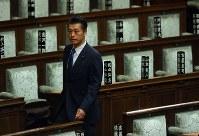 議場に入る細野豪志元環境相=国会内で2017年9月28日午前11時54分、小川昌宏撮影
