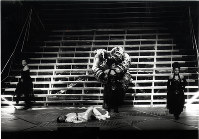 実相寺昭雄演出の東京二期会オペラ劇場のモーツァルト「魔笛」=東京文化会館で2000年2月25日、撮影・林喜代種氏